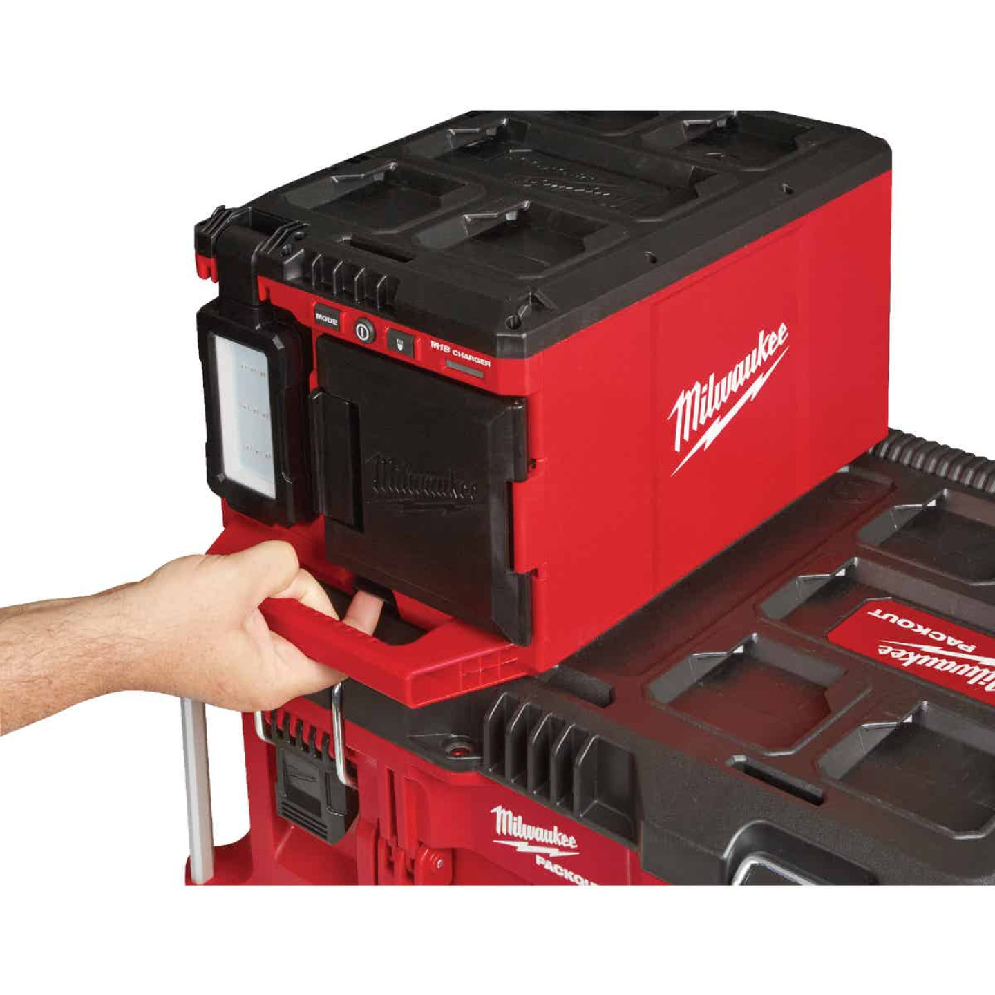 Milwaukee M18 18 Volt Lithium-Ion PACKOUT Corded/Cordless Work Light/Charger Image 3